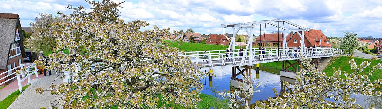 Hogendiek-Brücke über die Lühe im Alten Land  (Foto: Martin Elsen)