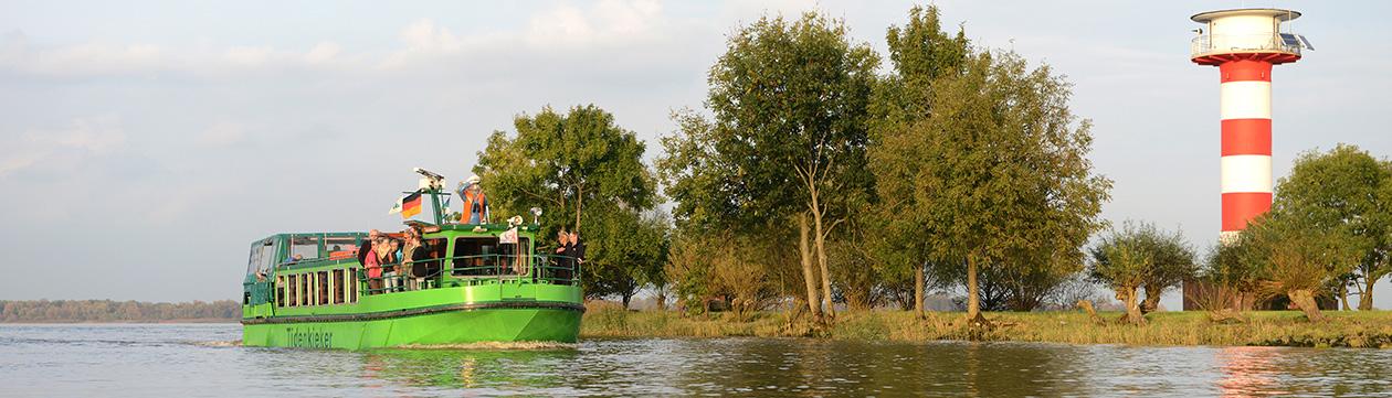 """Naturerlebnis-Schiff """"Tidenkieker"""" auf der Elbe  (Foto: Martin Elsen)"""